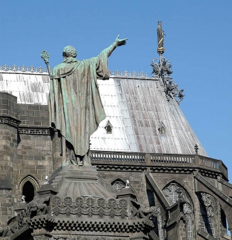 Cathédrale de Clermont ; place de la Victoire