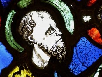 vitrail du XIIIe ; cathédrale de Clermont, apôtre