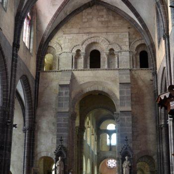 Ennezat vue de la nef romane depuis le choeur gothique