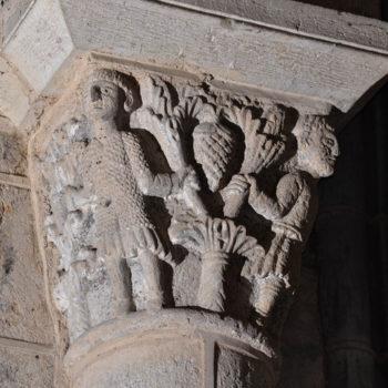 Ennezat, chapiteau roman, hommes et arbres avec fruit