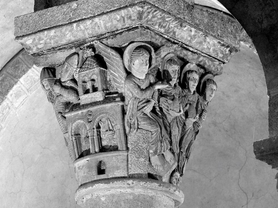 chapiteau de St-Nectaire, XIIe, l'ange et les saintes femmes au Tombeaus