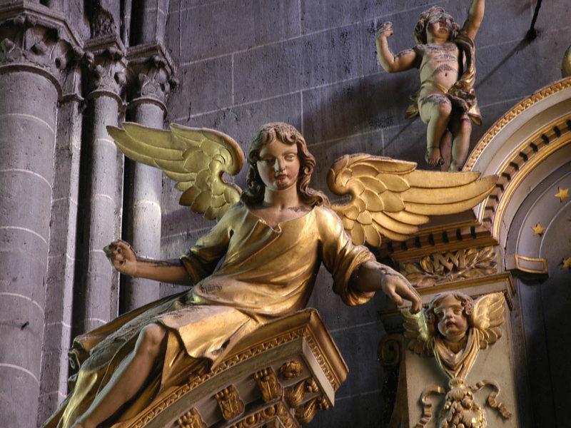 Cathédrale de Clermont, retable des ursulines, ange gauche