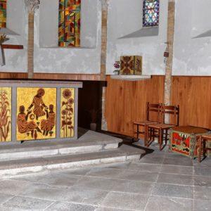 Entraigues-église, autel, siège, tabernacle